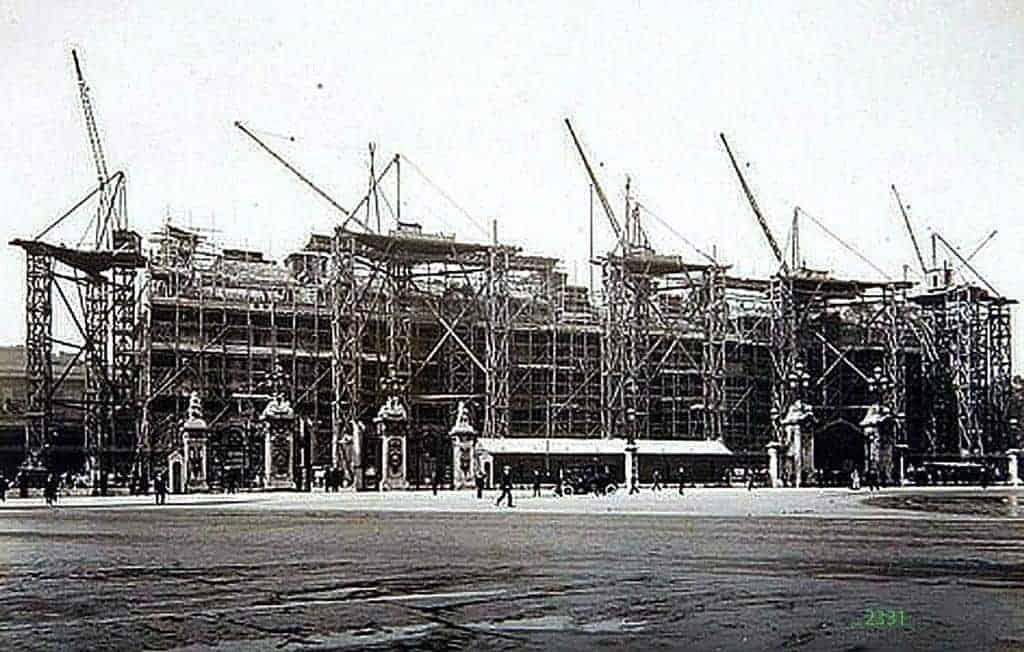 building-buckingham-palace-1913