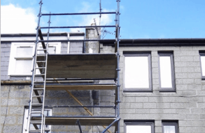Images shows an scaffold with untied ladder where a roofer fell to his death